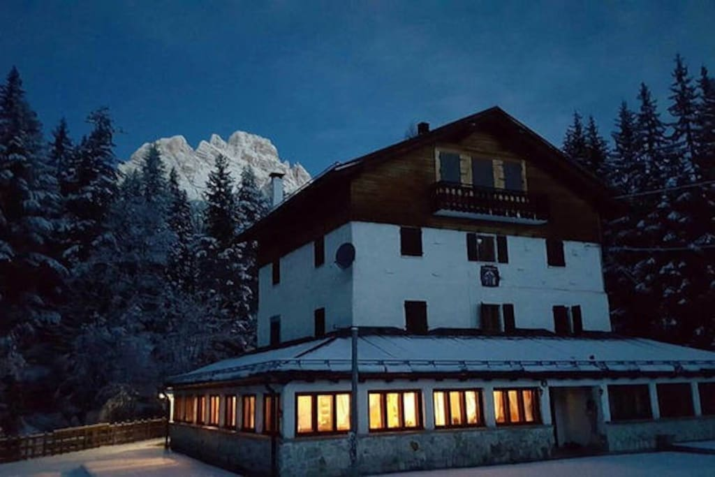 Chalet cortina complex case in affitto a auronzo di for Affitto chalet cortina