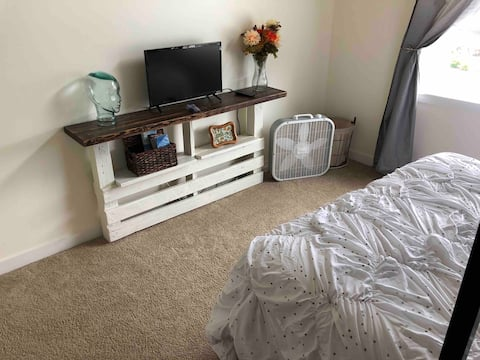 RM B~PRVT RM in Home; Loft-bed, w/ Hot Tub!