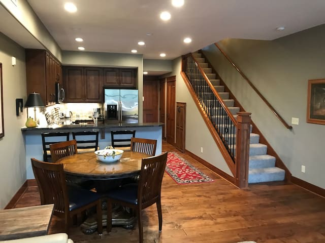 Amazing Condo By The River, Lake, and Shopping!