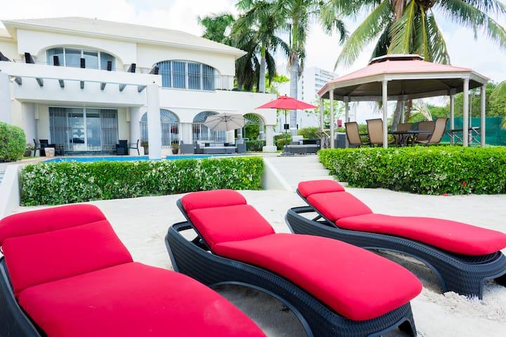 Casa de lujo en zona hotelera de Cancún