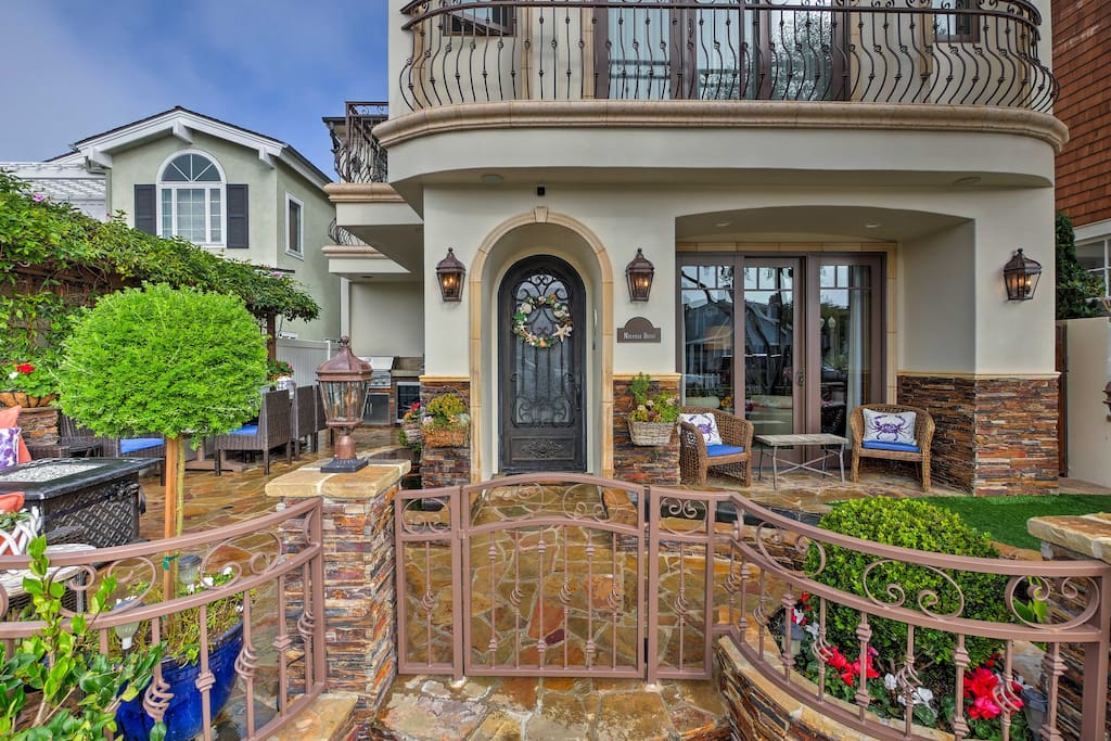 With an expansive outdoor patio leading right inside, this home makes it easy to enjoy the sunny California weather.