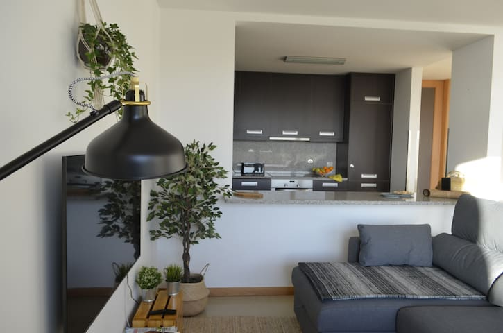 Sala + Cozinha   Living Room + Kitchen
