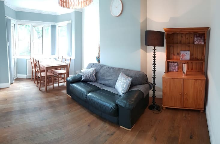 Nice n comfy Single Room in a four bedroom house,