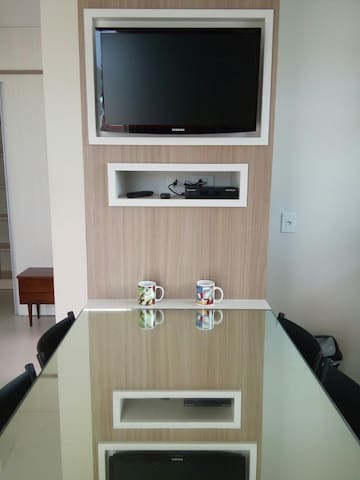 Mesa da cozinha e Tv