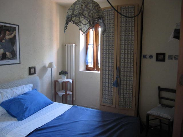 camera blu,con bagno privato,camera singola con letto alla francese,vista panoramica.