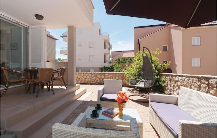Holiday apartment with 1 bedroom on 52m² in Novalja