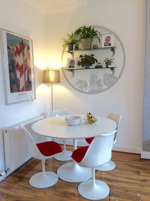 Perfect dining or home-working spot!
