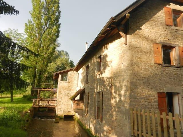 Moulin de La Scierie, au fil de l'eau, Jura-Bresse
