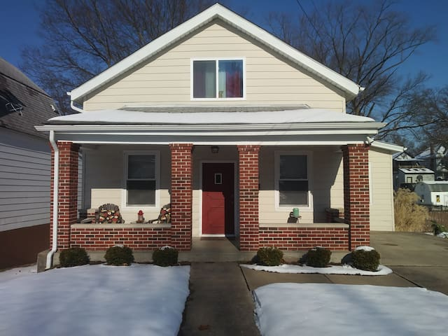Updated home near Clayton,Wash U and Forest Park