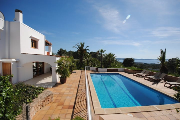Hillside Villa, Pool, Amazing Sea & Sunset Views
