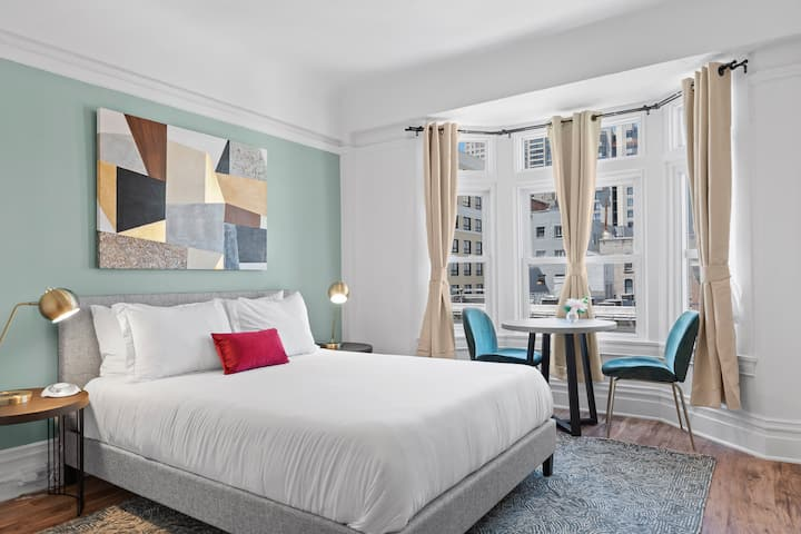 Now Open! Newly Furnished Nob Hill Room w Smart TV + Contactless Check-In