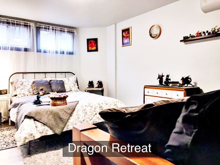 Dragon Retreat downstairs room w/queen bed