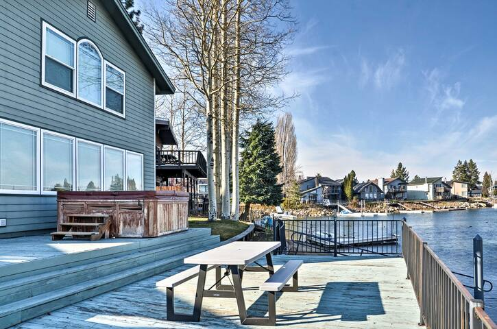 Waterfront 4BR Lake Tahoe Home w/Private U-Dock! - South Lake Tahoe - Dom