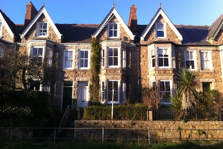 Single Room in Victorian Town House B&B - Penzance - Bed & Breakfast