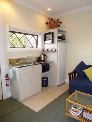Unbelievable Peace at Underhill Cottage B+B - Featherston - Bed & Breakfast