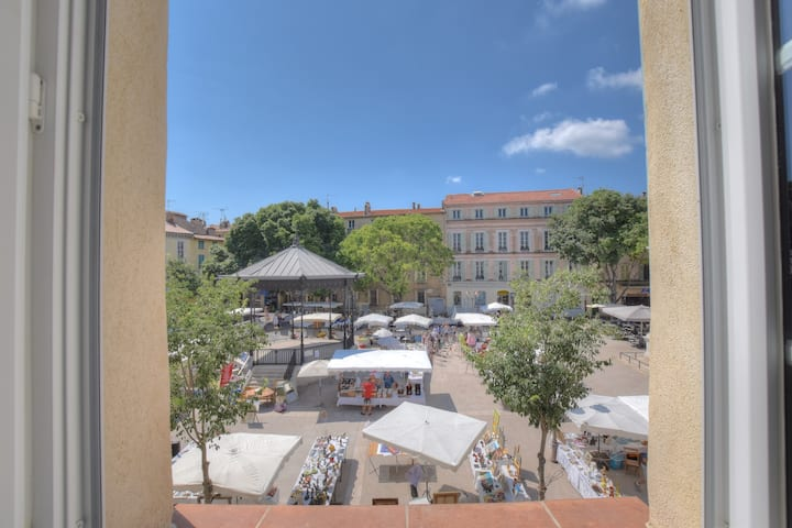 2G. Charming studio in the heart of Old Antibes !