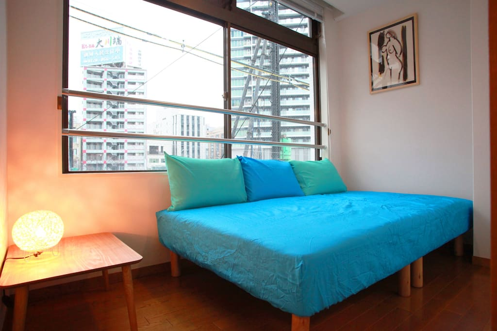 Bed room with one semi-double bed