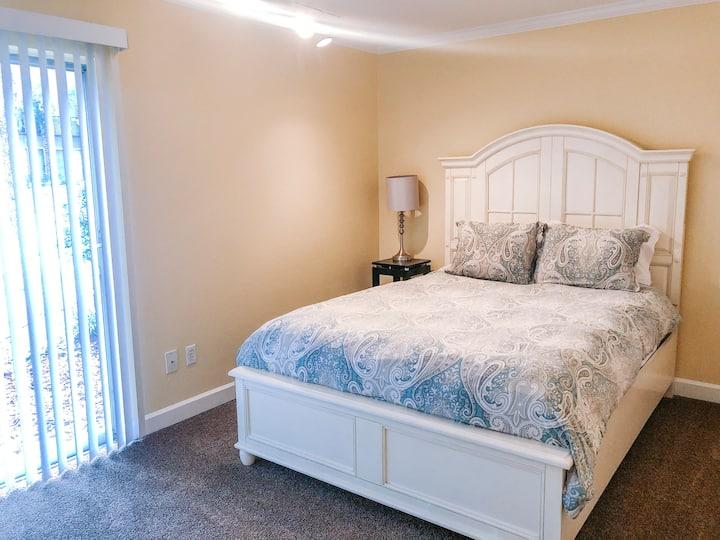 Budget-friendly 2 Bedroom Condo- Walk to Shands UF