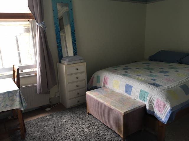 Large double room very central zone 2