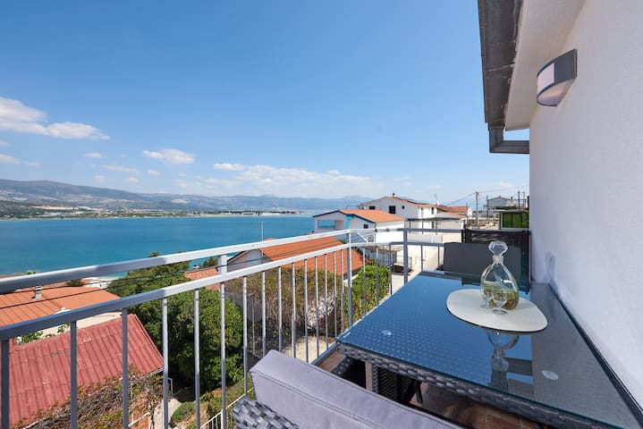 Apartment, one bedroom balcony sea view A1