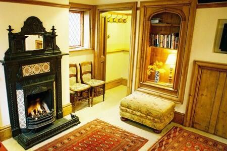 Cosy cottage bordering Colchester Castle park - คอลเชสเตอร์
