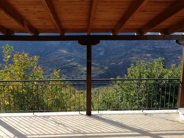 Countryside getaway cottage 20' from Trikala