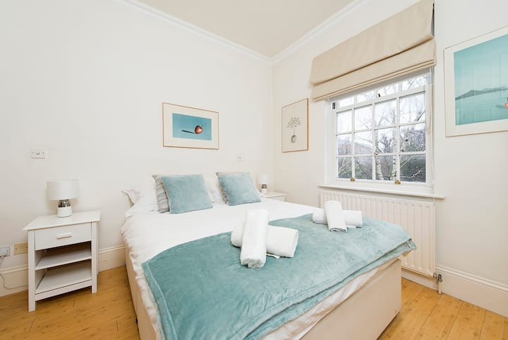 2 bedroom flat in the heart of Kensington!
