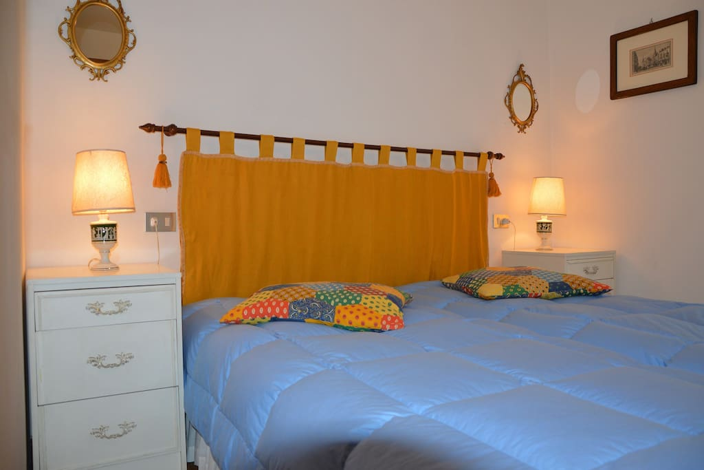 Master bedroom with a double bed that can be divided into two single beds.