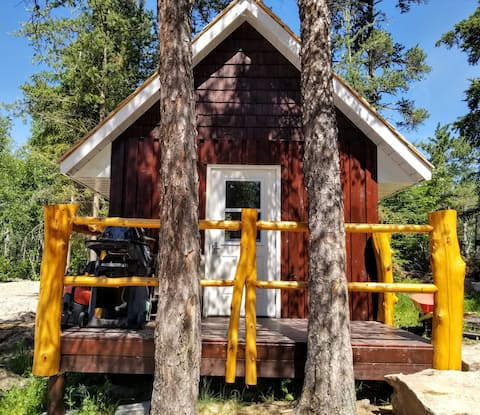 Glamping bunkie on a small urban farm in Kenora