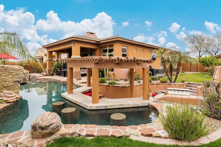 All-Suite Home w/ Heated Pool, Hot Tub & Swim-Up Bar