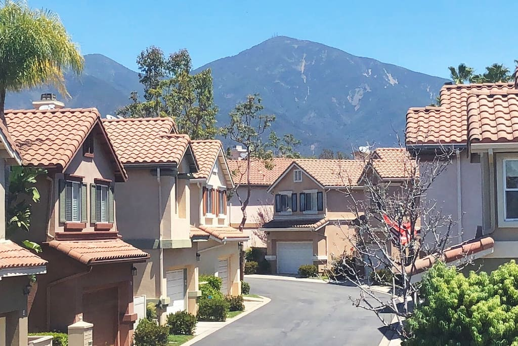The neighborhood. Beautiful views of the Saddleback Mountains.