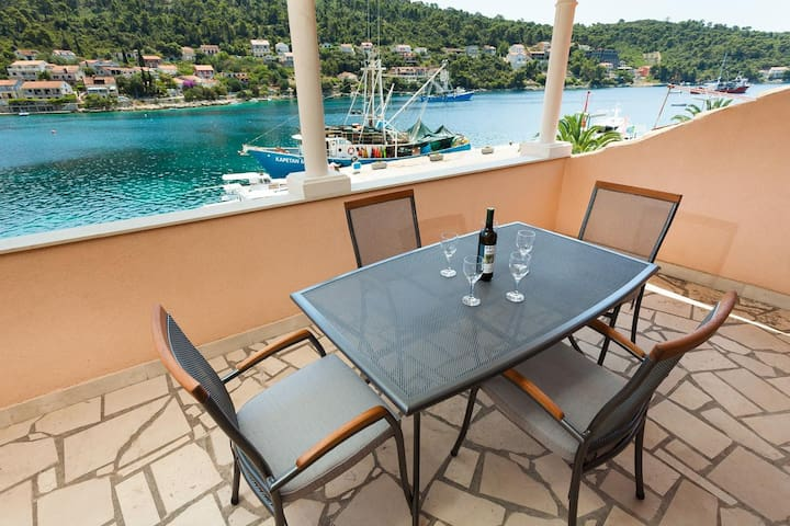 Two bedroom apartment with terrace and sea view Brna (Korčula) (A-7553-a)