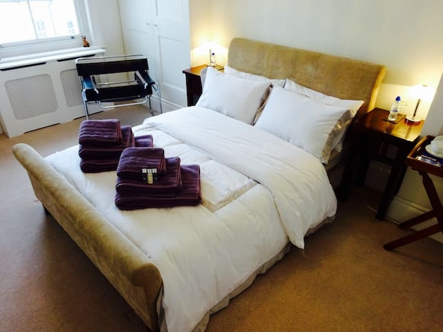 Bright DBL room, Private Bathroom - Brighton - Casa
