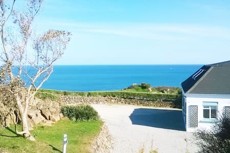 Large Above Beach House on Headland - Coverack - Haus