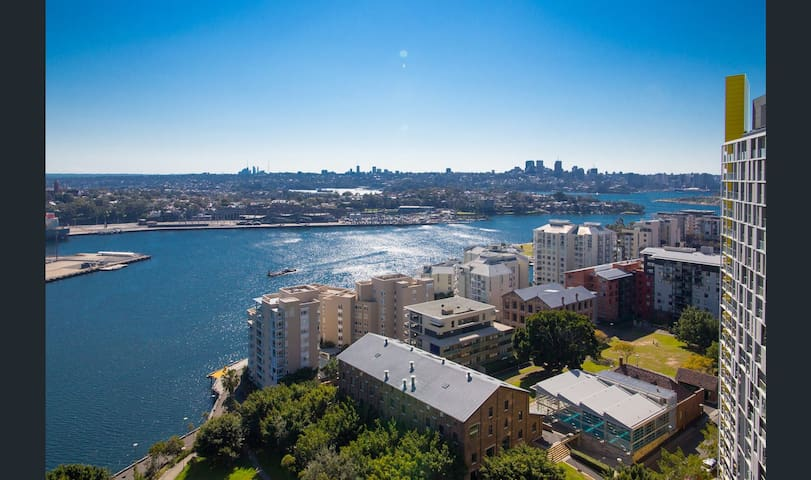 Pyrmont Harbour High Floor with Amazing Waterview