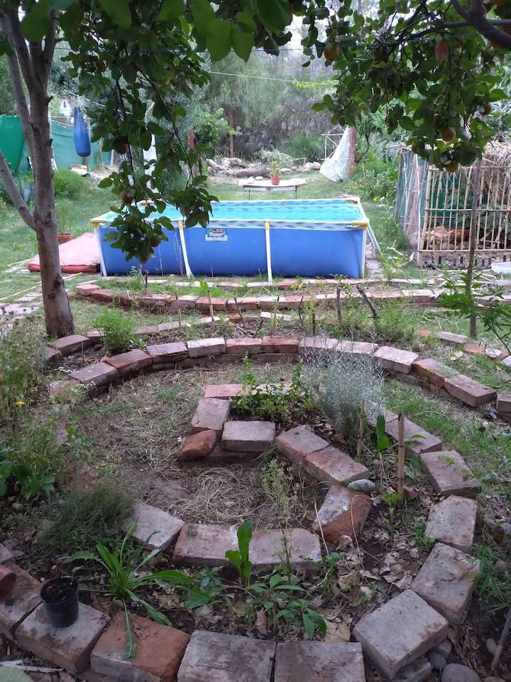 Casa en linda zona con hermoso jardin
