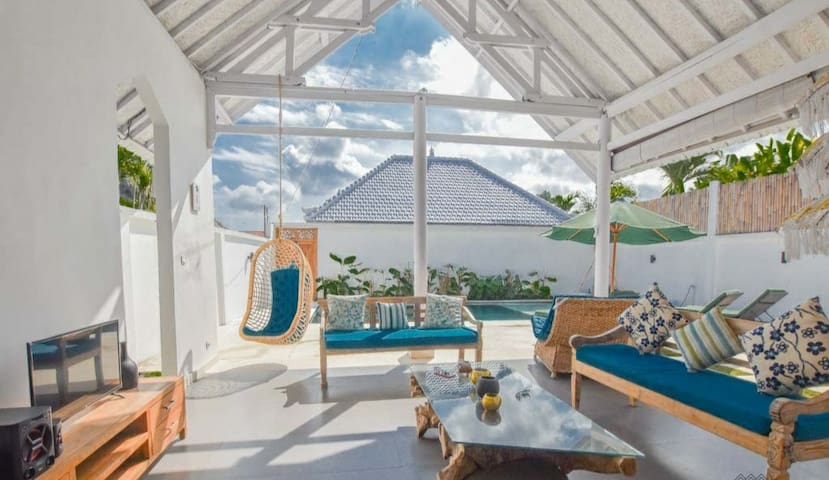 Spacious Tropical White Villa With Staff