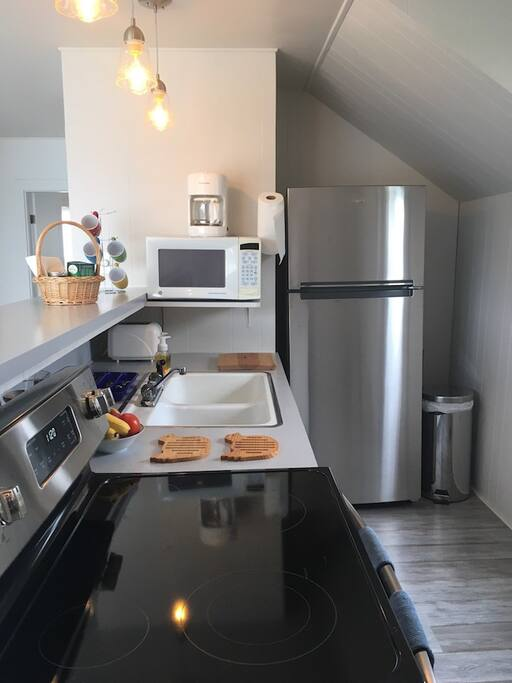 Galley kitchen - fully fitted out - new appliances