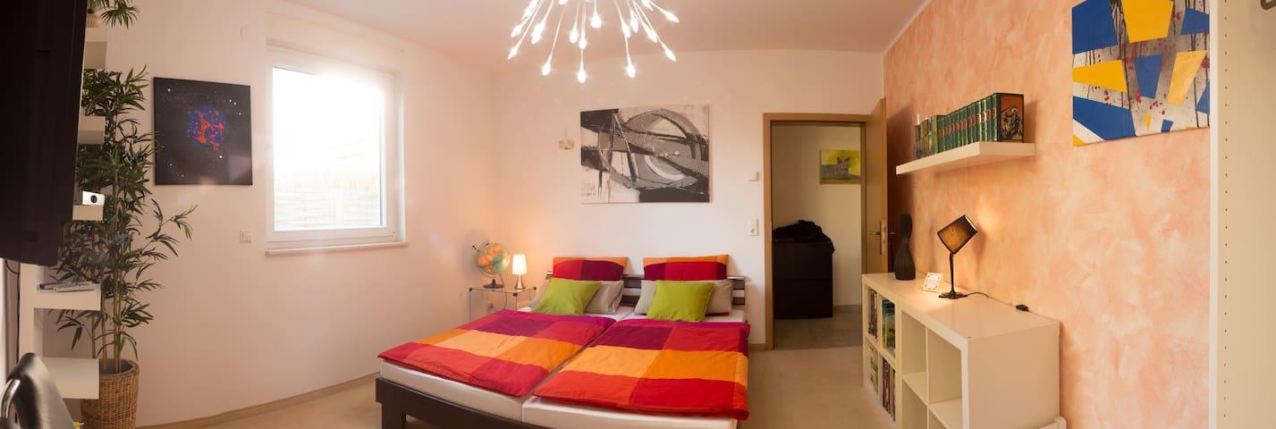 gemütliches Zimmer mit eigenem Bad - Берлин - Дом