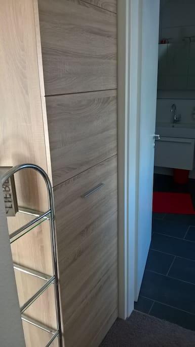 d gerresheim studio mit eigenem badezimmer wohnungen. Black Bedroom Furniture Sets. Home Design Ideas