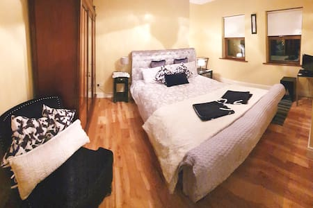 Double Bedroom with Breakfast, Private Bathroom