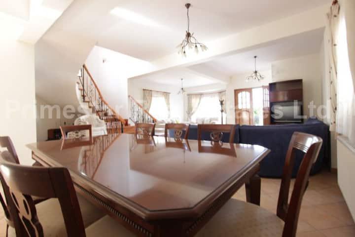 4-Bedroom Luxury House - 250 sqm + 150 sqm garden