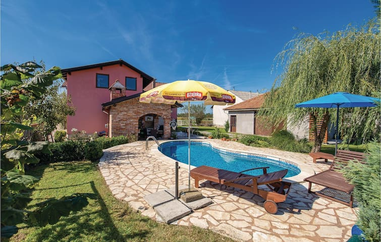 Holiday cottage with 5 bedrooms on 124m² in Ozalj