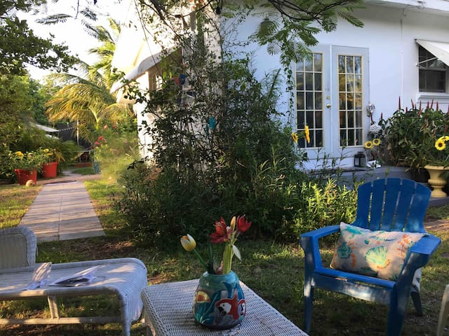Coconut Grove Charming Private Beach Cottage
