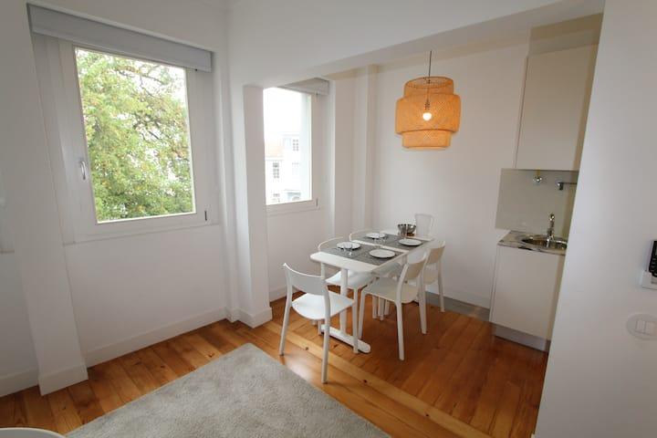 112-D Deco apartment in city center