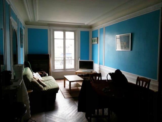 Vaste chambre de 20 m² déco romantique 200 m Paris