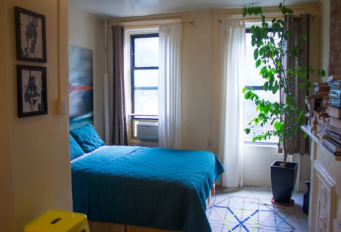 A budget friendly Greenpoint Studio!