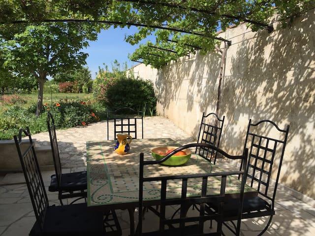 Charmant rez de jardin en Provence - Roquemaure - Hus
