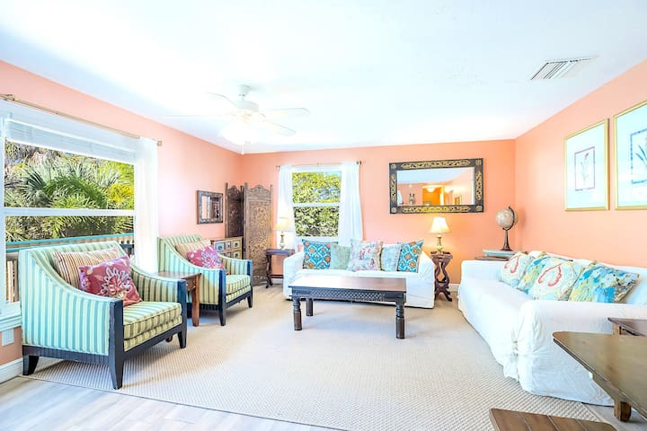 Eight Steps to path of #1 Beach on Siesta Key! - Old Man and the Sea Inn 2BR (A)