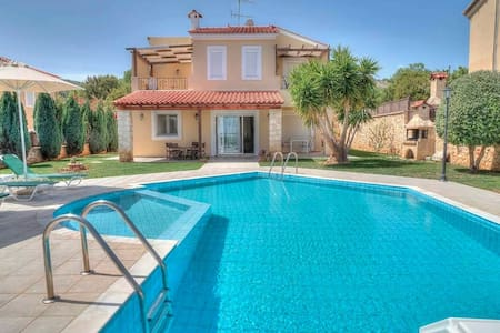3-bedroom Flower Villa with private pool - Rethimno